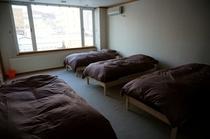 男子ドミトリーのベッドです。