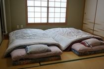 2名様の和室です。ふかふかのお布団をご準備いたしておやります。