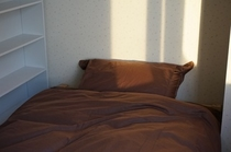 各部屋共通のシングルベッドです。