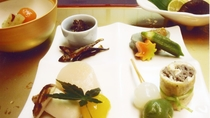 *【料理】夕食一例でございます。京風の味付けもご好評いただいております