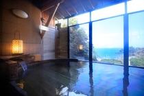 檜の浴槽が心地よい・露天温泉(一時的にすだれをかけております)