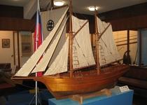 『深海魚水族館&造船資料館』に贈呈されたヘダ号1/10サイズの模型(徒歩10分)