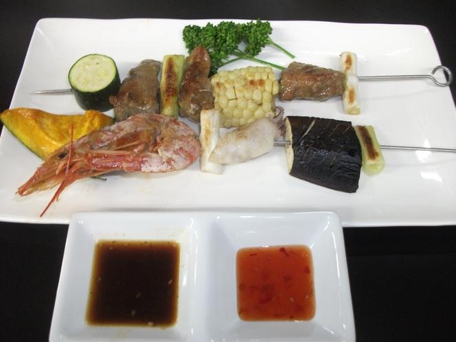 海鮮と牛肉の串焼き
