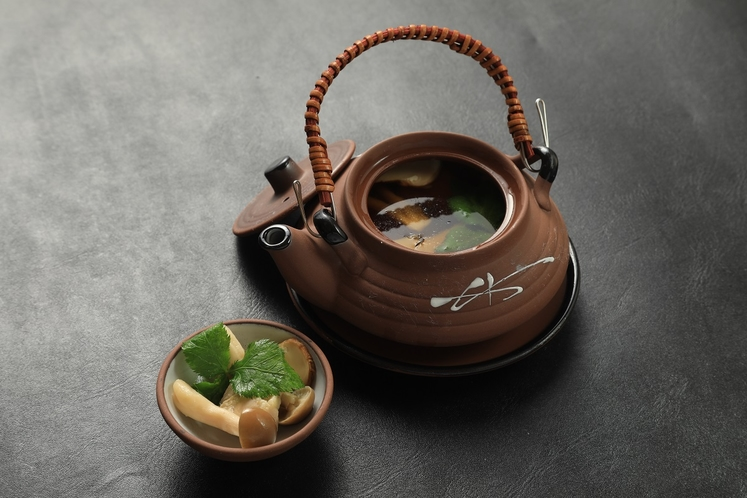 松茸の土瓶蒸し