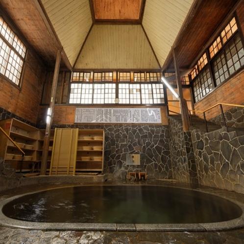 【新日本百名湯】日本一深い自噴岩風呂「白猿の湯」