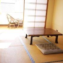 *和室(8畳)/明るい日差しが差し込みます。一人旅・ビジネス・ご夫婦で。