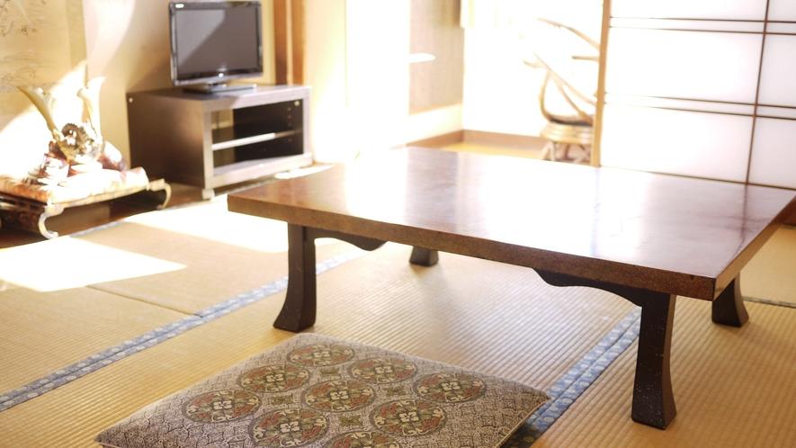 *和室(8畳)/落ち着いた雰囲気の和室のお部屋。足を伸ばしてのんびりとお寛ぎください。