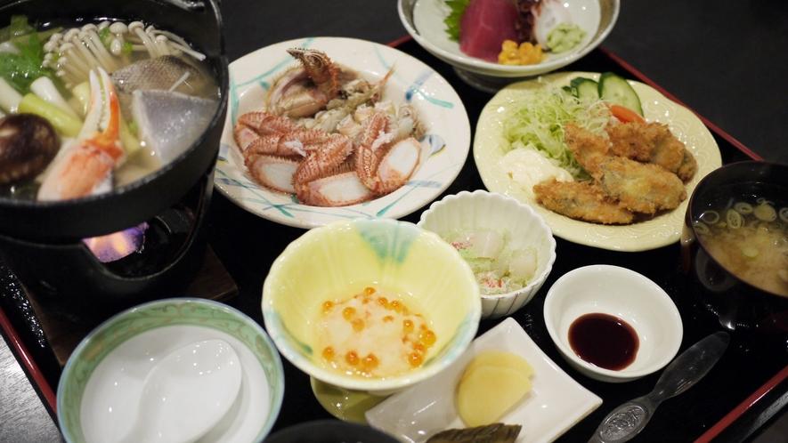 *夕食一例/毛ガニやお刺身など、三陸の海の幸を堪能できます!