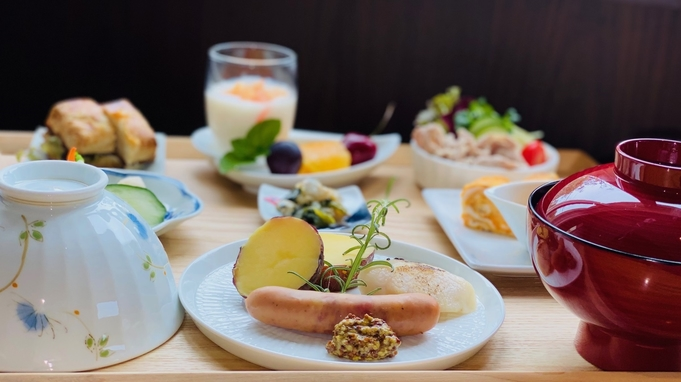【夏/秋割】鮮やかな波佐見焼茶碗で和華蘭朝食を/ラウンジドリンクフリー/朝食付き