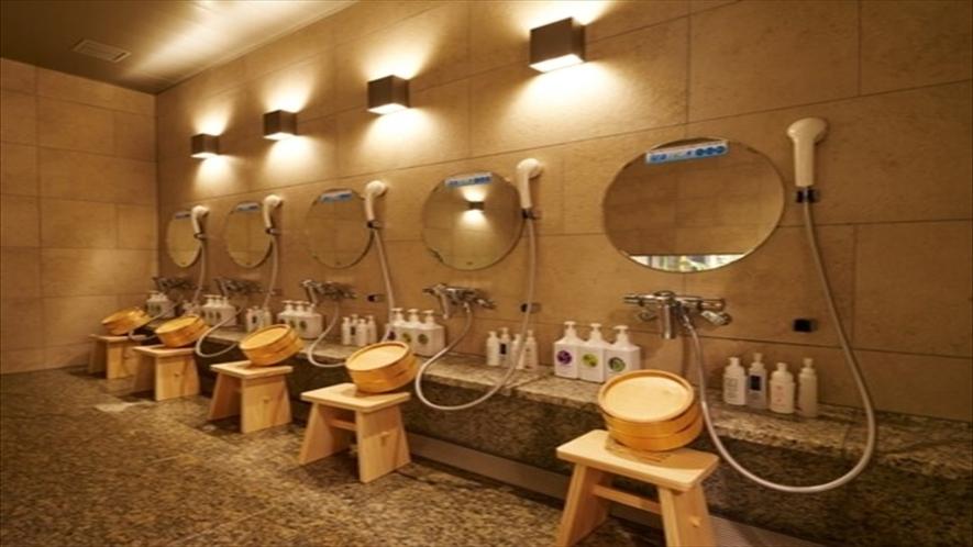 シャワーは5台あります。