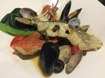 コース料理の中の本日の魚料理一例・金目鯛のアクアパッツア