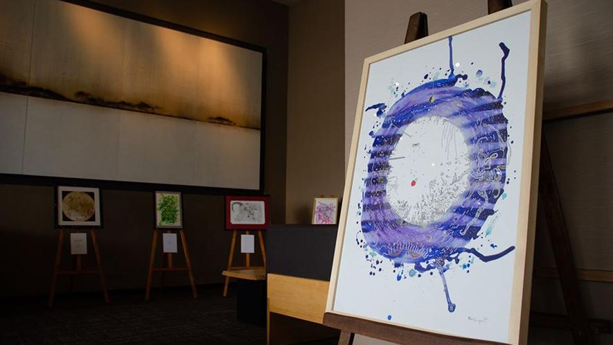 【木ギャラリー】様々なアーティストの作品を不定期で展示