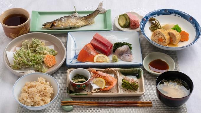 料理自慢の1泊夕食付きプラン「人気の夕食:無添加・和食コースとサラダバー」