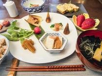 ある日の朝食:郷土の季節料理ご膳