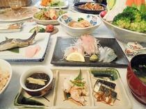 ある日の夕食:水や調味料にもこだわった和食コースとサラダバー