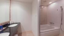 バスルームは全室洗い場付きでトイレとセパレート。(スタンダード・スーペリアフロア一例)