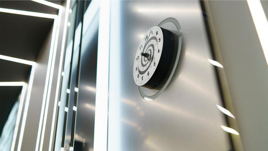 エレベーターはタイムマシン!?未来へタイムトラベルするかも。