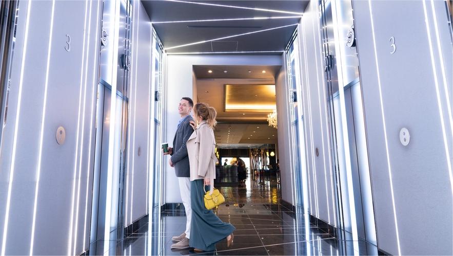 エレベーターホールはキラキラ!タイムトラベルの予感!