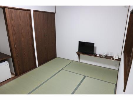 和室(6畳:新室:推奨利用1〜2名)バス・トイレ共同・禁煙室