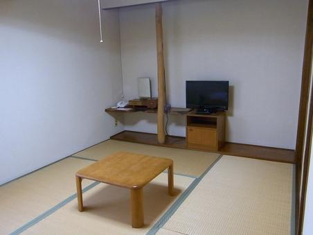 和室(6畳:推奨利用1〜2名)バス・トイレ共同・禁煙室