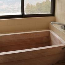 新館客室内檜風呂