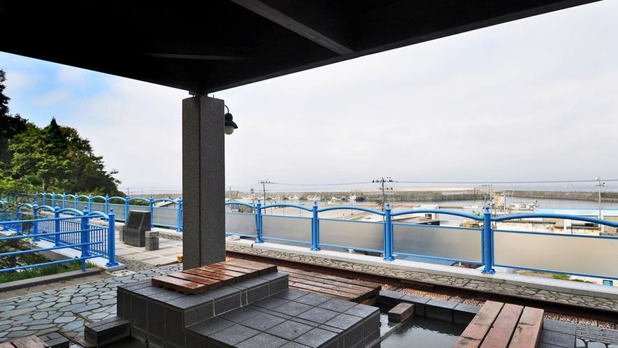 【足湯】眺めがよく、晴れた日は北海道まで見えます♪