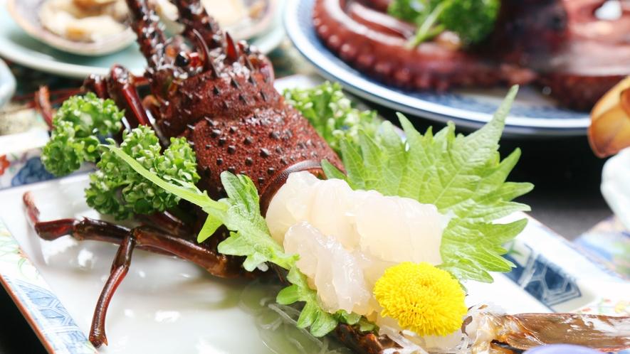 ◆プリップリの身が美味しい!素材本来の甘みを感じる伊勢海老のお造りです。