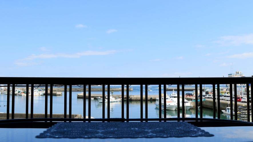 ◆広い海と師崎港が見渡せるオーシャンビュー客室です♪