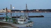 串浜港と月