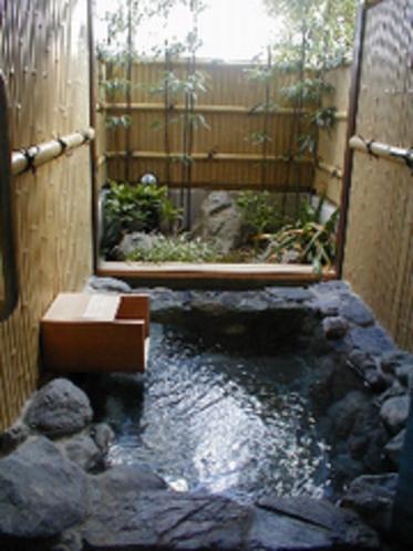 客室岩露天風呂