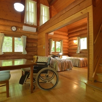 木の温もり溢れるカナダ産ログハウス※車イスも安心キッチン完備