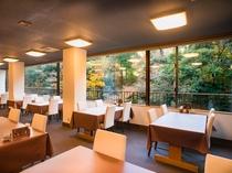 レストランからの眺望(紅葉)
