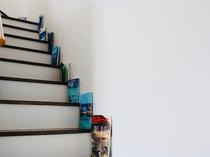 客室に上がる階段。