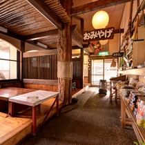 *フロントのお土産コーナー♪敷地内には自家製野菜販売所もあります