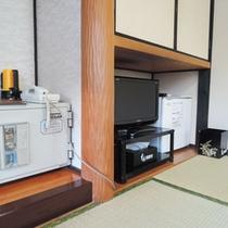 *客室一例:テレビ、冷蔵庫、金庫を完備しています