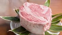 *【霜降りのお肉】さしがのっててとろける食感を味わいください。