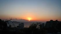 ・水平線から昇る日の出