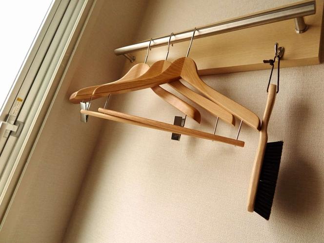 ハンガーも常設。大切なお洋服、かけてあげてください。