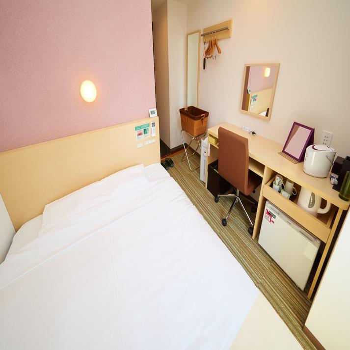 【レディースルーム】眠りを追及した150cm幅のワイドベッドと適度な硬さのマットでぐっすり
