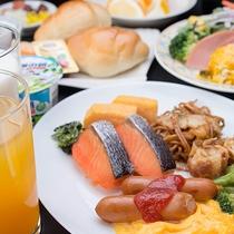 *朝食バイキング/和洋色々なおかずが並び、朝からモリモリ食べられます!