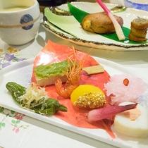 *夕食一例・お刺身/素材の味を活かした見た目も鮮やかなお料理。