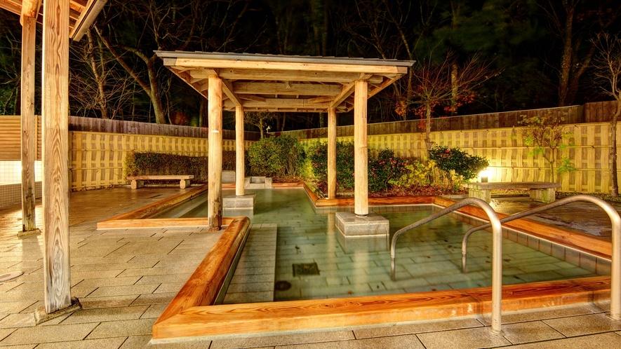 *露天風呂/壷湯、寝ころび湯、打たせ湯と温泉をたっぷり満喫していだけます。