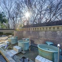 *露天風呂/壷湯。朝は6時半からご利用いただけます。
