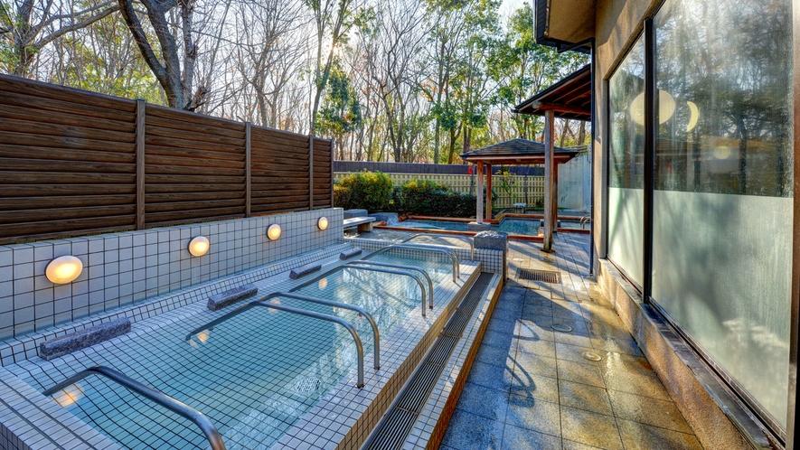 *露天風呂/地下1500mより湧き出るアルカリ性の天然温泉。