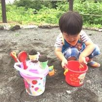 2歳児にはたまらないお砂場遊び(^^♪
