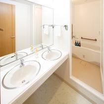 ファミリールーム(和室11畳禁煙) 浴室