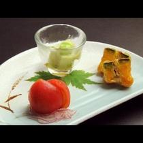 【ご夕食一例】四季折々の山の恵みをいただく。素朴ながらも心温まる味わいを。
