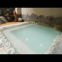【露天風呂一例】露天風呂は、日替わり男女入れ替え制でお楽しみ頂けます