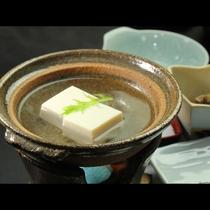 【ご朝食一例】素材の味を生かした手作り中心の郷土料理でおもてなしいたします。