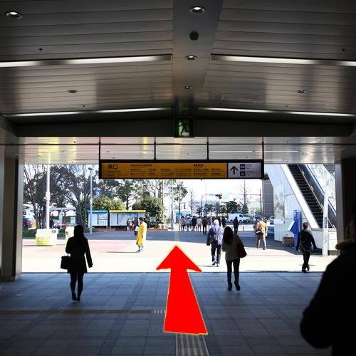 アクセス(2)JR桜木町駅南改札東口(みなとみらい方面)を出て駅前広場を直進